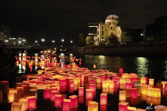Празднование дня поминовения Обон в Хиросиме