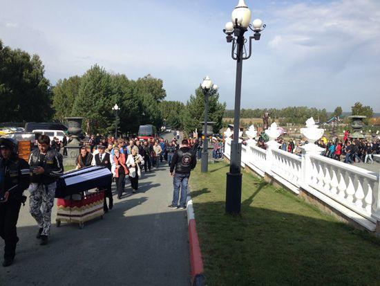 Прощание с погибшим байкером Дмитрием Медведевым