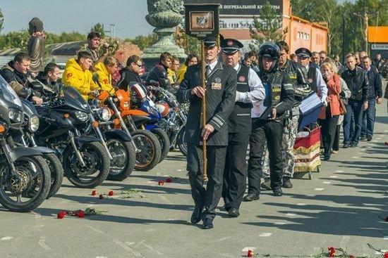 Церемония прощания с погибшим байкером Дмитрием Медведевым