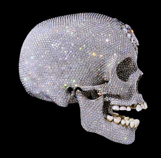 Копия черепа XVIII века, выполненная из платины и бриллиантов