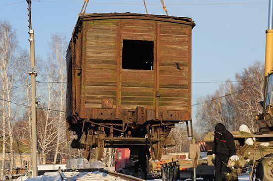 Еще совсем немного, и вагон будет установлен!