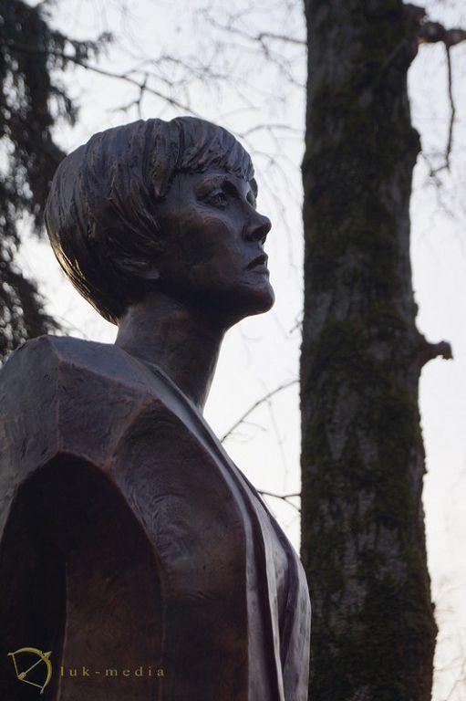 Скульптура Бэллы Ахмадулиной
