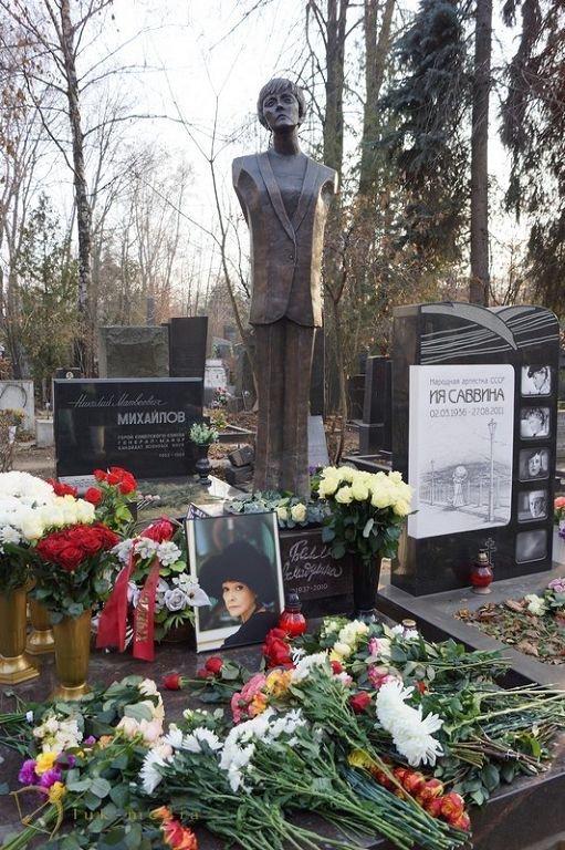 Знаменитой поэтессе установлен памятник