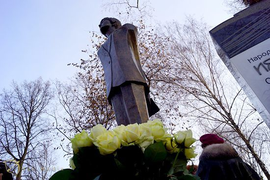 Поэтессе Белле Ахмадулиной установили памятник