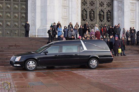 Катафалк на похоронах Елены Образцовой