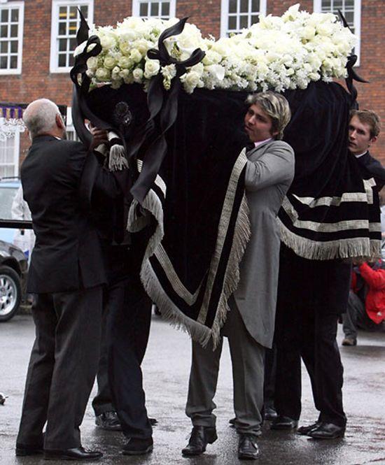 Похороны Изабеллы Блоу