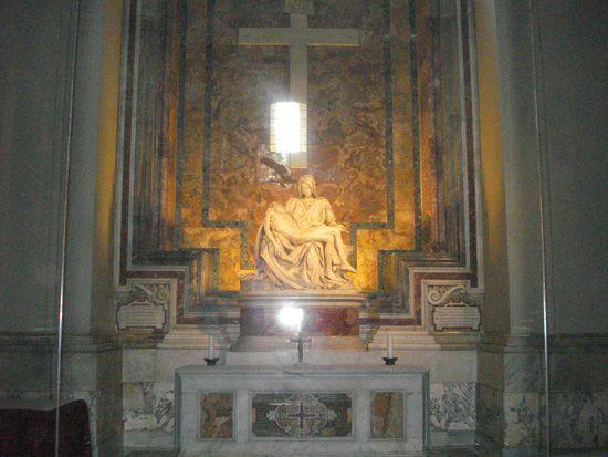 "Пьета ""Оплакивание Христа"" Микиланджело в базилике св.Петра"
