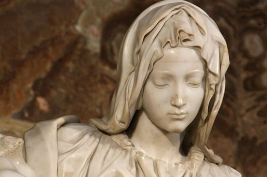 Дева Мария в пьете Микеланджело