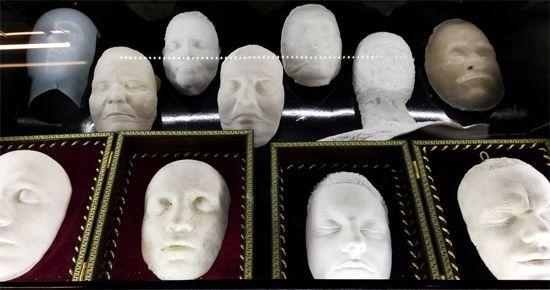 Посмертные маски Новосибирского Музея Смерти