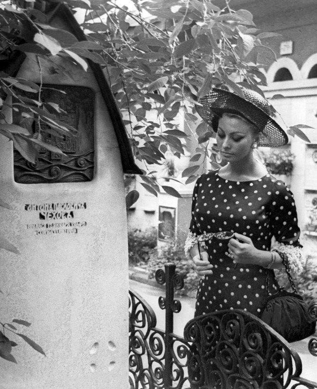 Софи Лорен на могиле А.П.Чехова