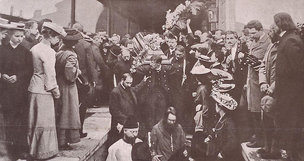 Вынос из вагона гроба с телом А.П. Чехова. Николаевский вокзал, 1904 г.