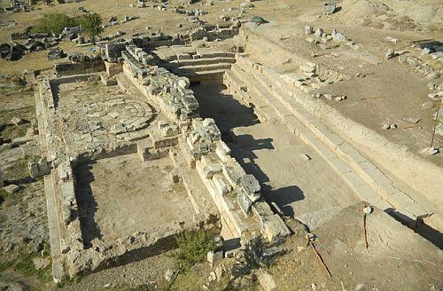 Руины храма возле «врат Плутона»