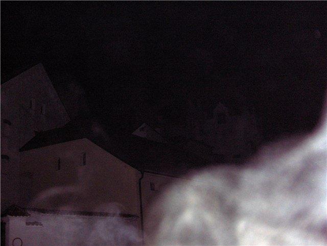Авторы фото утверждают, что засняли край одежды Белой Панны. Хотя такой спецэффект можно создать при помощи сигаретного дыма