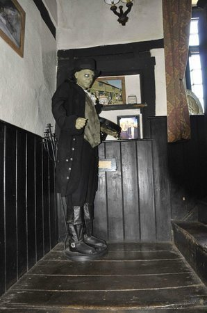 skirrid-mountain-inn-1