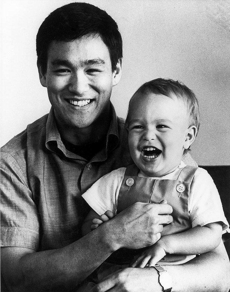 Брюс Ли с сыном Брэндоном, 1966 год