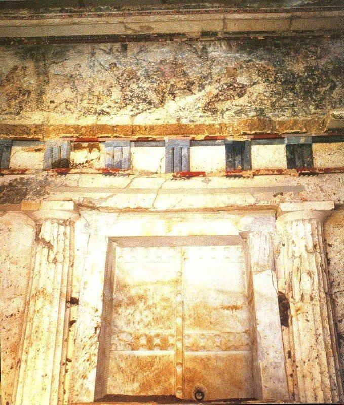 Вид фасада гробницы Филиппа II