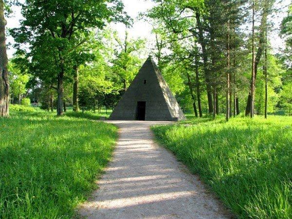 Павильон-пирамида в Царском Селе