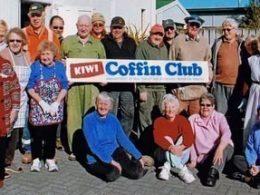 the-coffin-club-novozelandskiy-klub-pensionerov-kotoryie-zanimayutsya-izgotovleniem-grobov-dlya-sebya