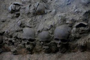 ацтеки башня из черепов