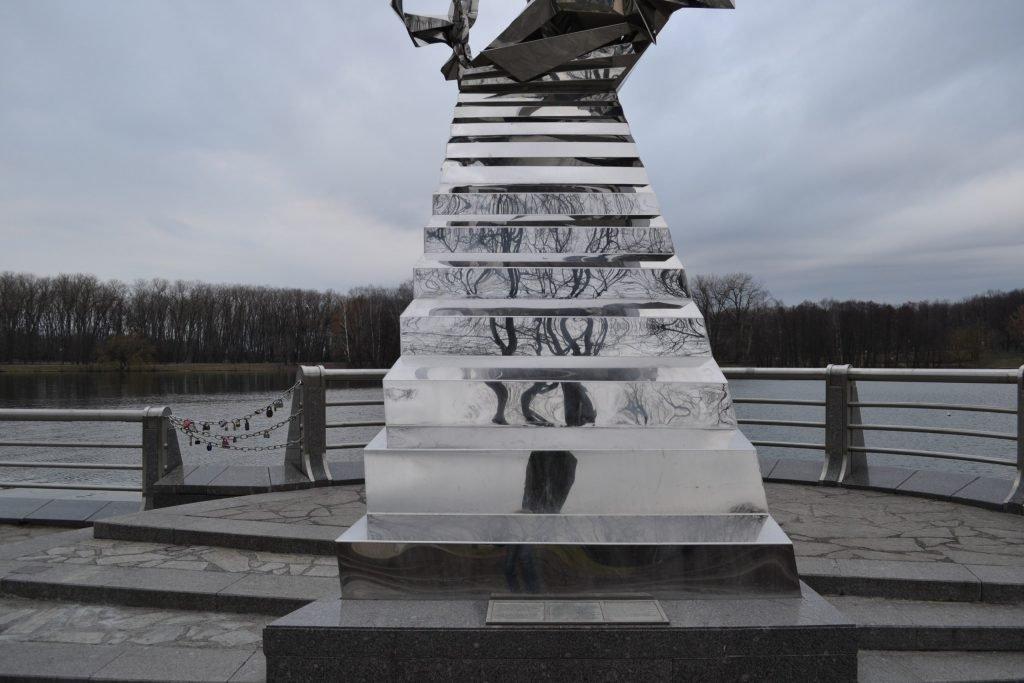 Настоящее Памятник Дорога в будущее