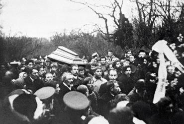 Похороны Льва Толстого и жанр публичных похорон в России