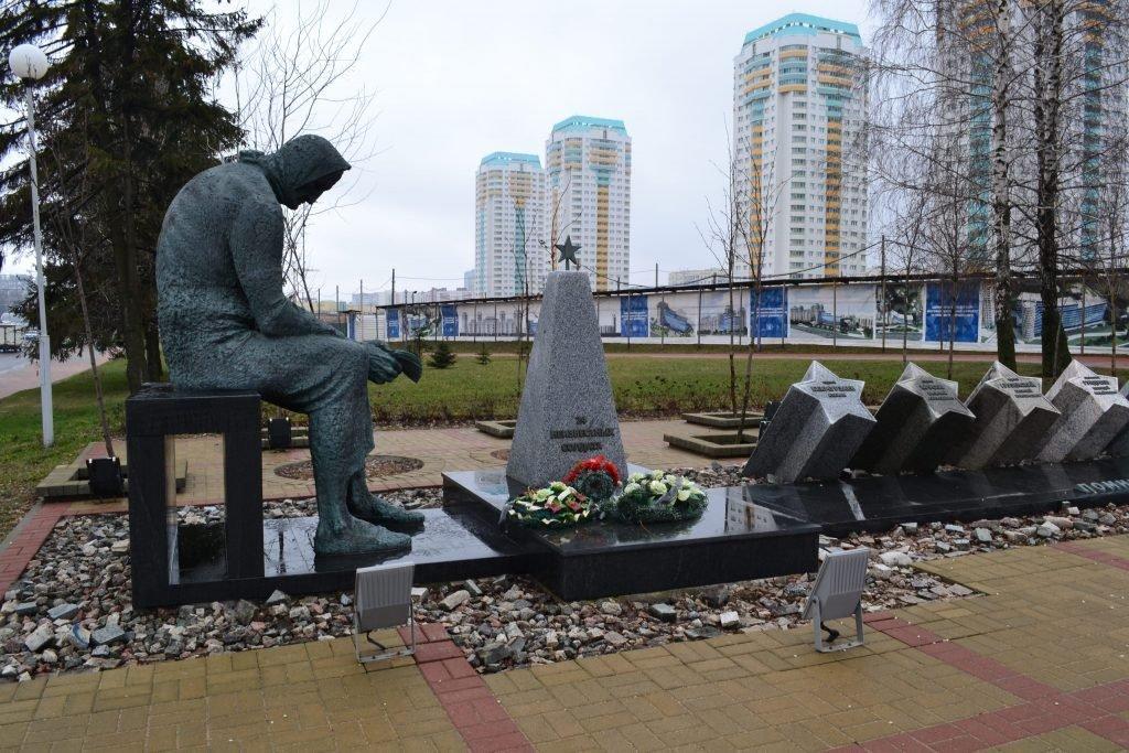 Мемориал память мать минск-min
