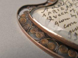 medalon-s-lokonom-marii-antuanettyi