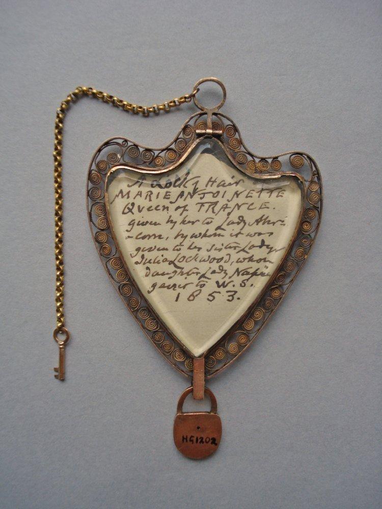 Медальон Марии Антуанетты