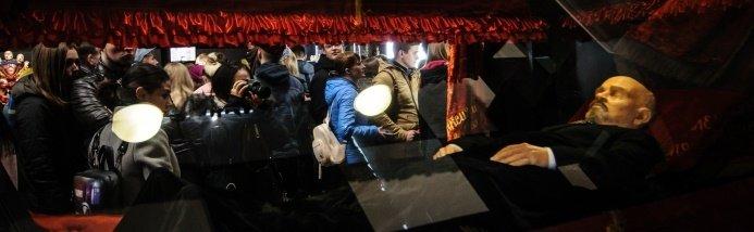 Новейший экспонат - копия саркофага с телом В.И.Ленина