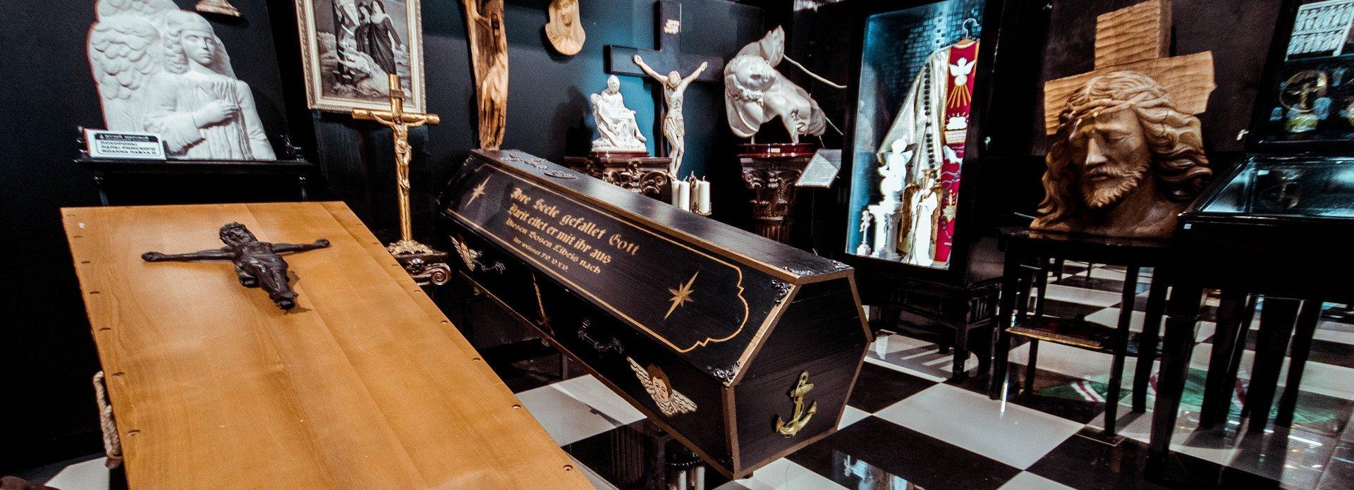 Погребальные обряды разных религий в постоянных экспозициях в зале 2