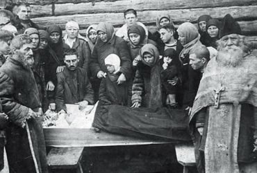 Зачем русские фотографировали похороны