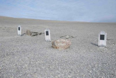 Могилы на острове Бичи