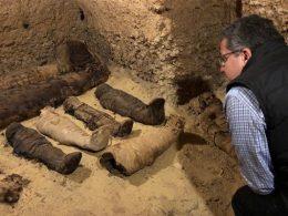 v-egipte-obnaruzhili-grobnitsu-v-desyatkami-mumij