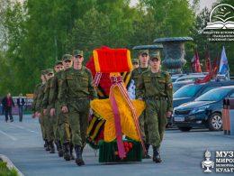 gitlery-prihodyat-i-uhodyat-a-narod-ostaetsya-den-pobedy