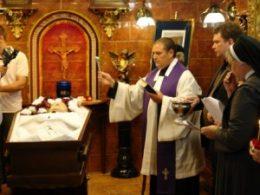 katolicheskij-obryad-pogrebeniya-pohorony