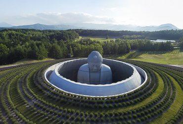 Тадао Андо: сидя на красивом холме…