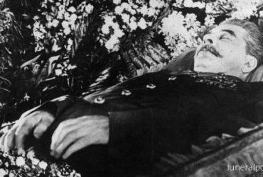 Какую одежду выбирали для похорон лидеров СССР