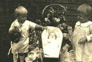 Почему дети XIXвека играли впохороны